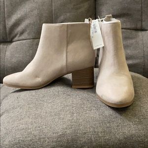 NWT! Water & stain repellent gray ankle booties!